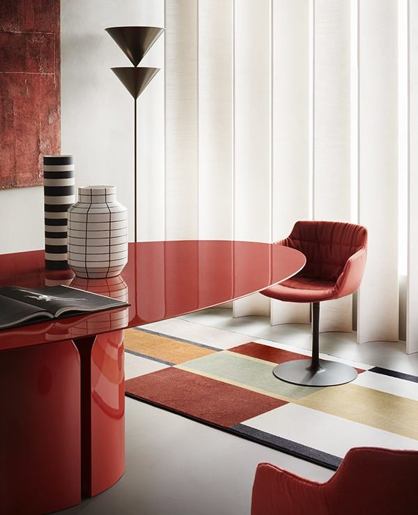 gallery-shw-mariano-comense2021_nvl-table-red-flow-slim-textile-red-min